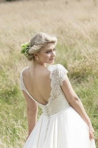 vintage-short-sleeves-wedding-dress-with-soft-train-2019-brautkleider-1