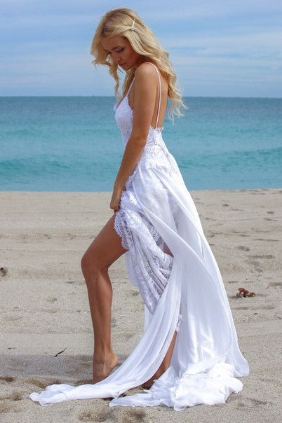 white-lace-and-chiffon-bridal-dress-for-beach-weddings