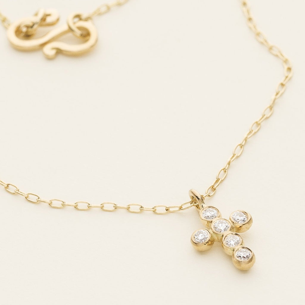 CROSS NECKLACE - 18 karat gold with diamonds