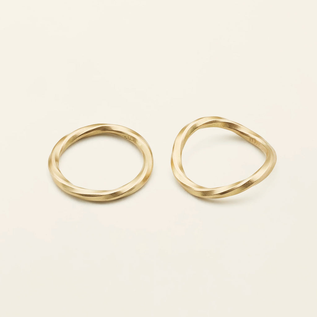FLOW RING - 18 karat gold