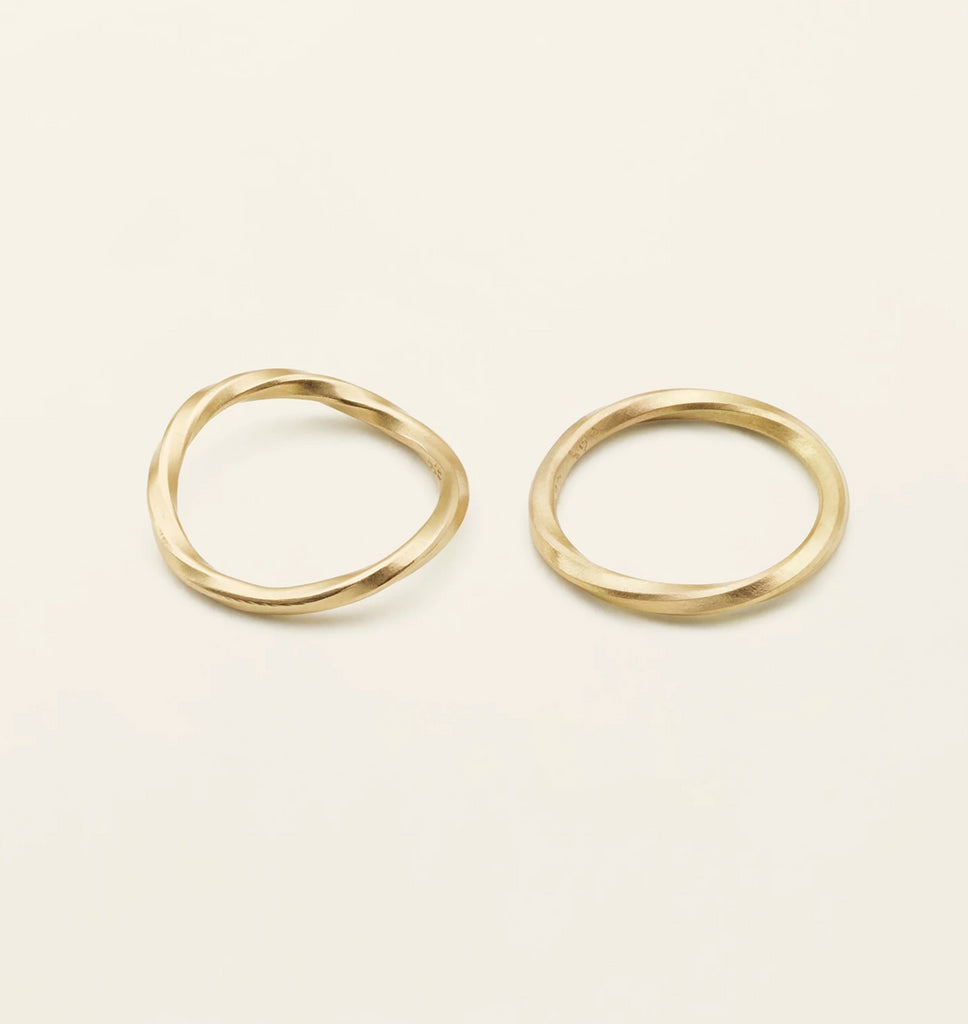 THIN FLOW RING - 18 karat gold