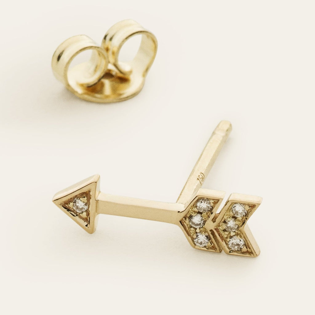 ARROW EARSTICK - 18 karat gold med diamonds