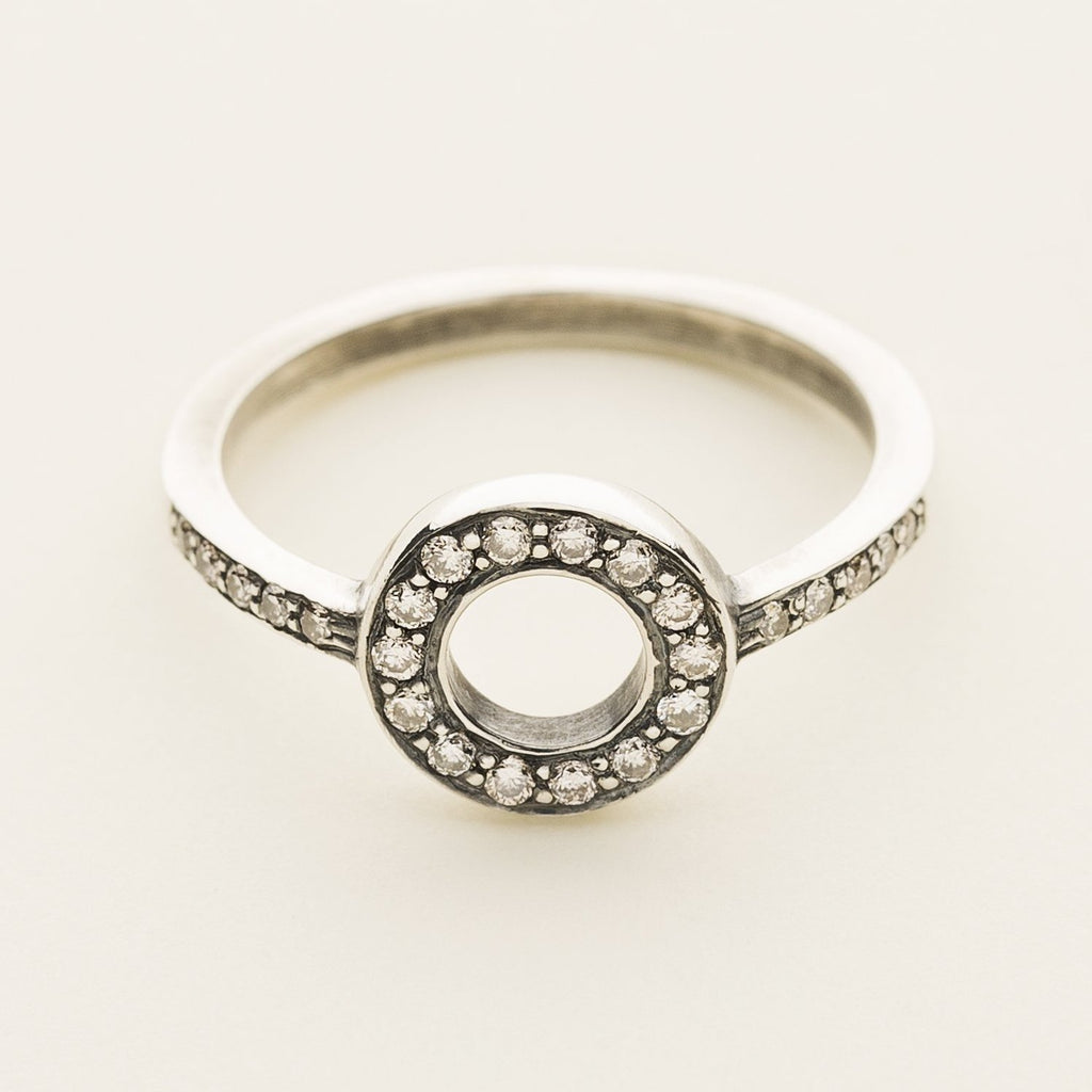 CIRCLE RING - silver with diamonds