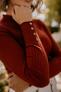 Cologne Fitted Ribbed Basic in Ruby