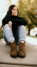 Load image into Gallery viewer, Dilworth Leopard Shoes