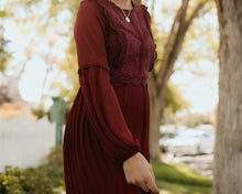 Load image into Gallery viewer, Montmartre Lace Dress in Wine