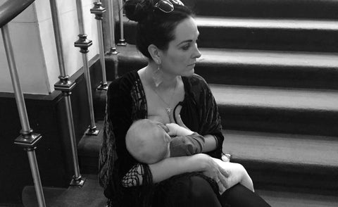 This pictures says more than a thousand words; a tired mum who's planning the show and breastfeeding her little baby at the same time..! 🙄