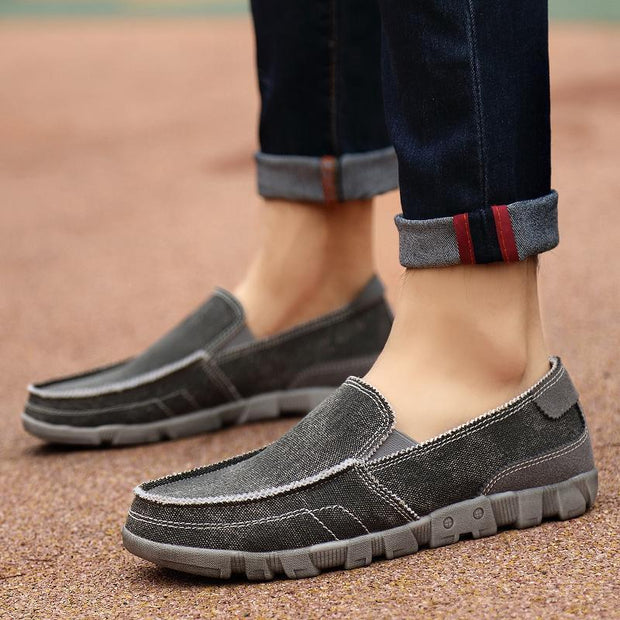 Men's fashion casual outdoor canvas shoes are light and breathable