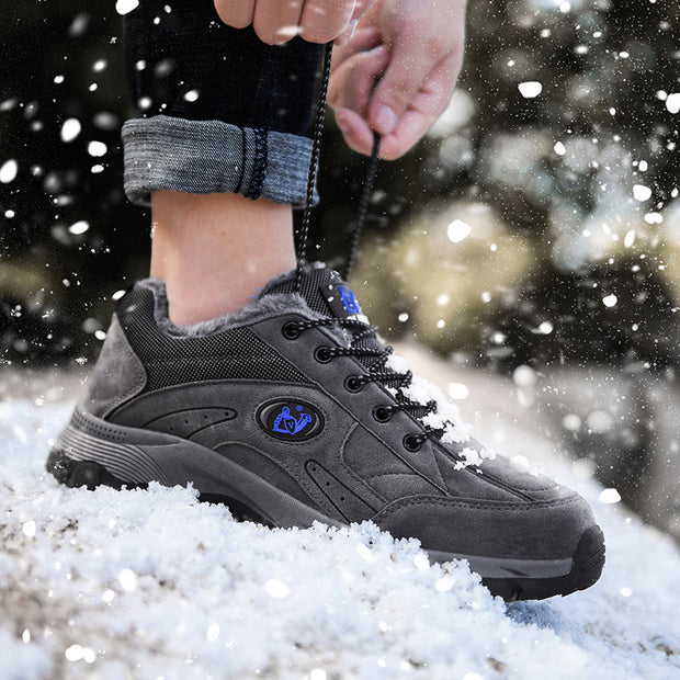 Man hiking shoes to keep warm in winter and cotton hiking shoes