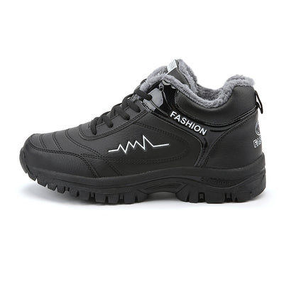 Men in the winter snow boots and cotton outdoor shoes hiking shoes to keep warm