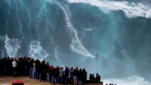 big-wave-surfing-spectators