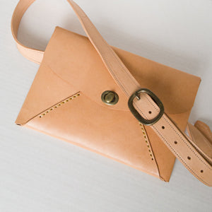 Idun goddess envelope-style clutch/hip bag - natural