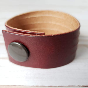 Hild statement leather bracelet - wine
