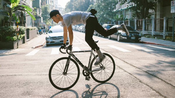 fixed-gear-rider-skidding-on-street