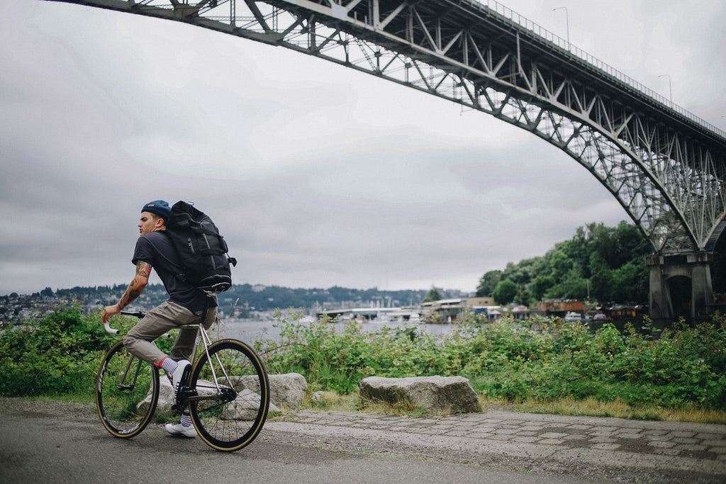 cycling-seattle-bridge