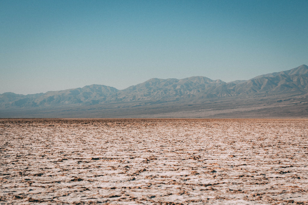 salt-flat-badwaters-death-valley-horizon