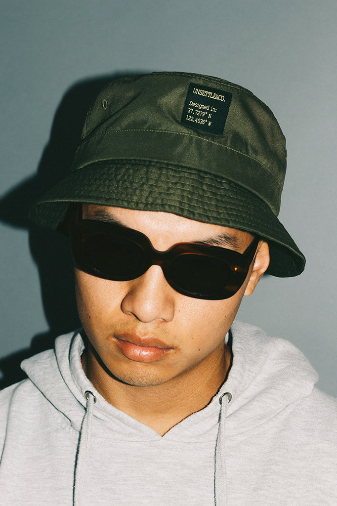 mens-bucket-hat-green-adjustable-streetwear-fashion-photography-flash-lookbook