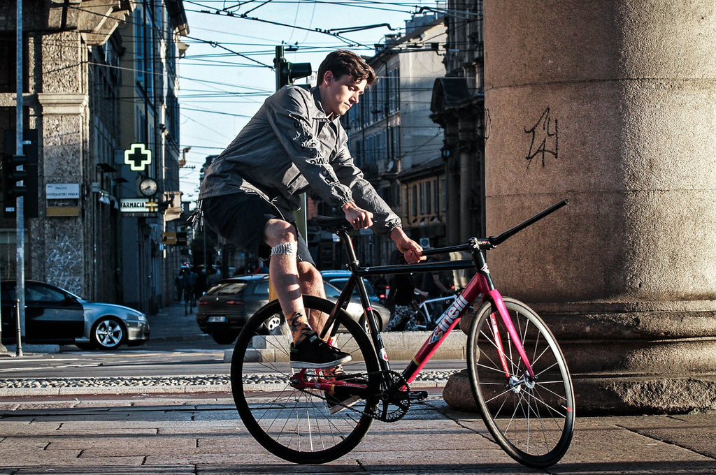 fixed-gear-rider-keo-spinning-while-riding