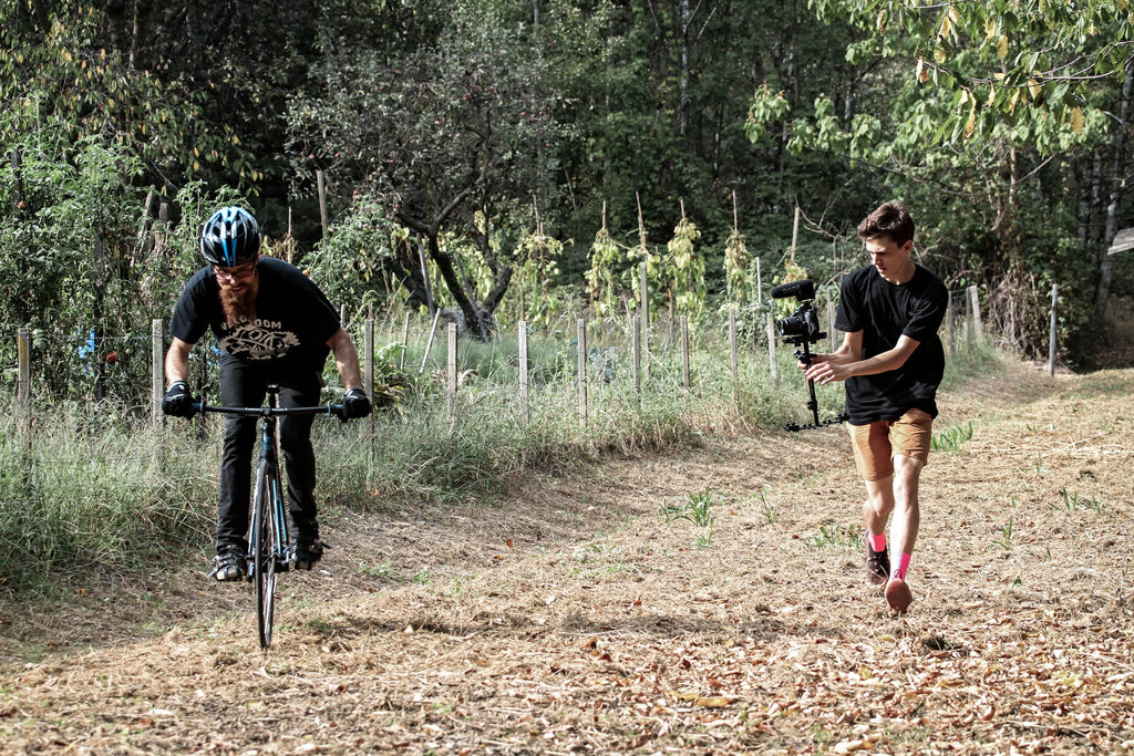 shooting-cycling-film-while-moving