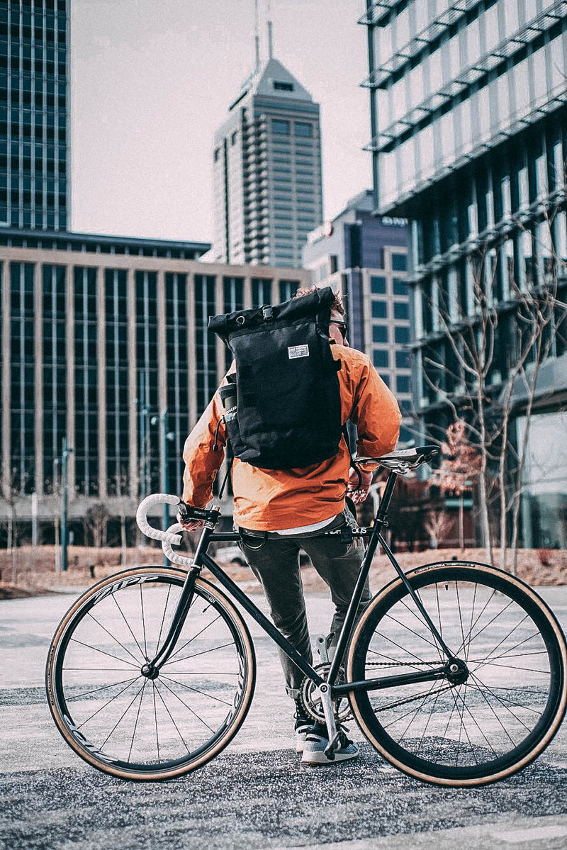 commuter-roll-top-backpack-2.0-fixed-gear-cyclist-with-cityscape