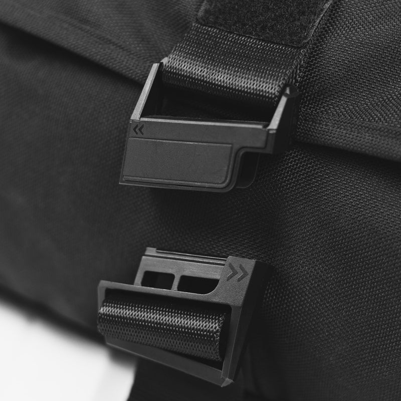 rush hour sling bag fidlock magnetic buckle detail