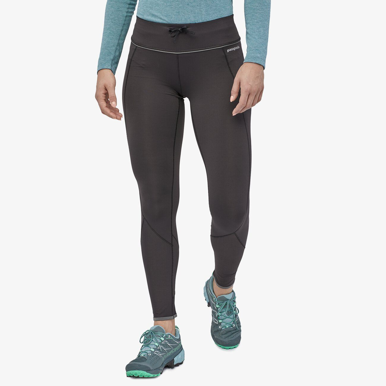 Patagonia - W's Peak Mission Running Tights - Recycled Polyester - Weekendbee - sustainable sportswear