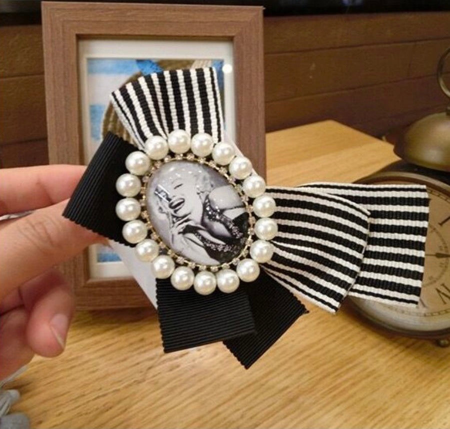 Stripe Marilyn brooch