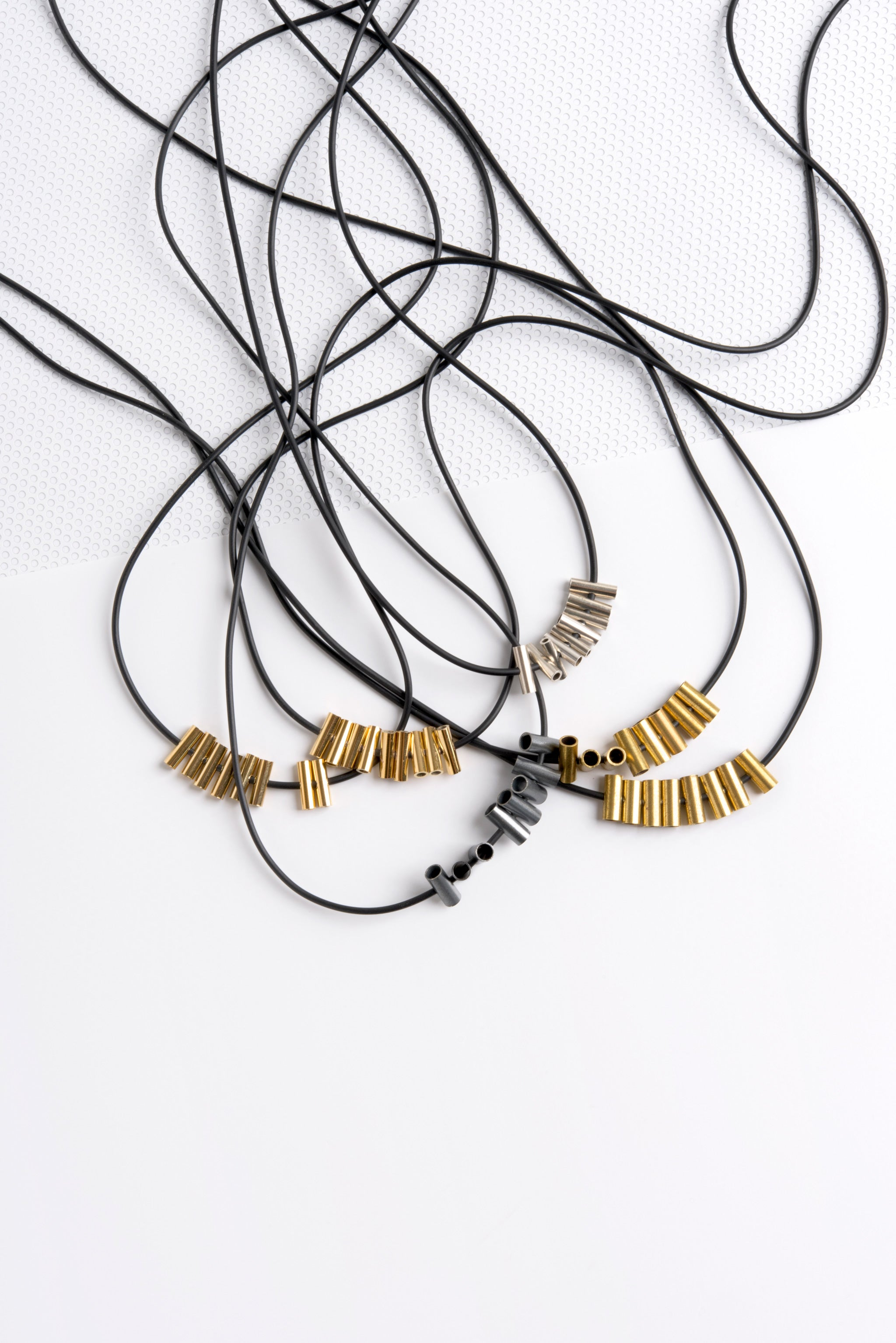 CRISS CROSS GOLD NECKLACE