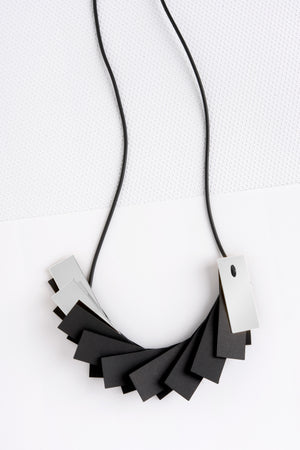 PLISSE+3 NECKLACE