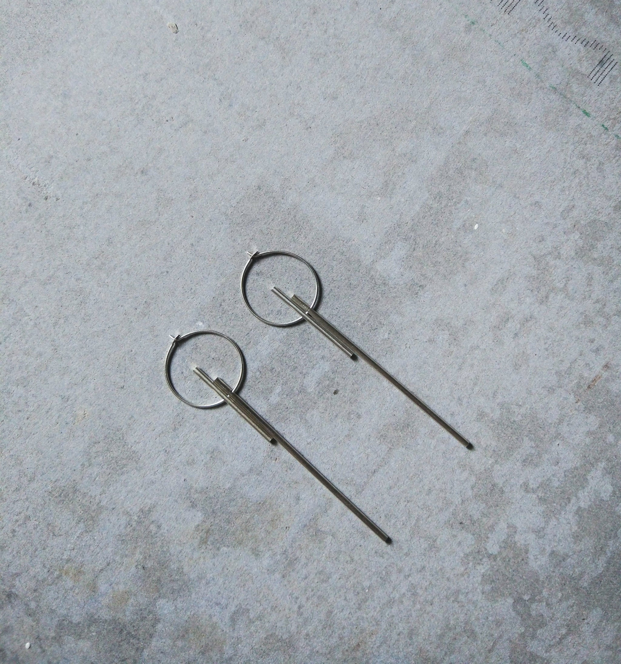 BALANCE LONG EARRINGS