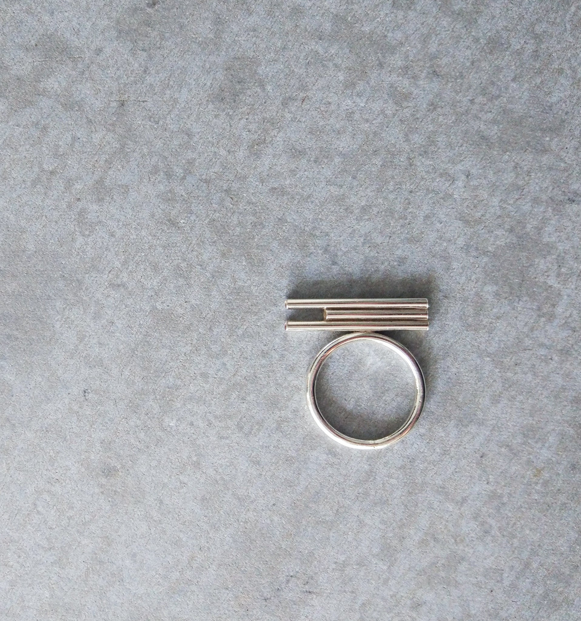 TRIPLE TUBE SILVER RING