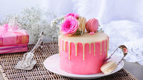 Valentine-Cake-with-rose-on-top