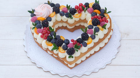 Hollow-Heart-Shape-Cake
