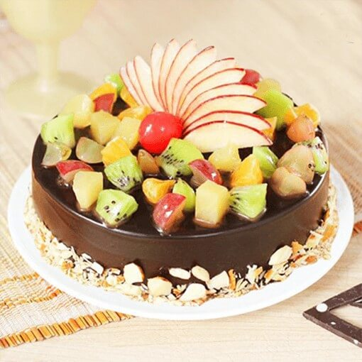 round-shape-chocolate-fruit-cake