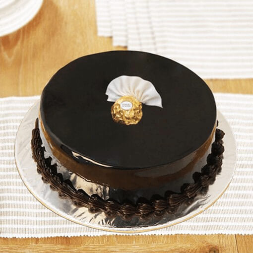 round-shape-chocolate-cake-with-single-chocolate-on-top