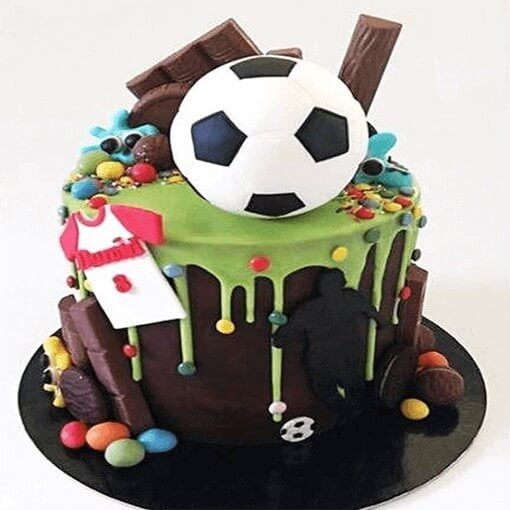 round-shape-chocolate-cake-football-on-top