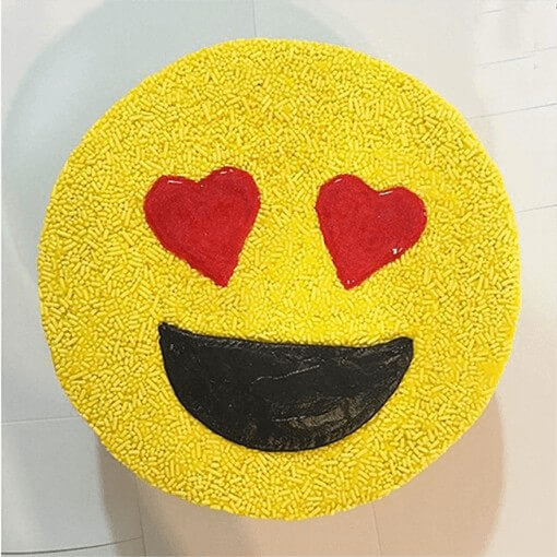 love-emoji-cake-plaza