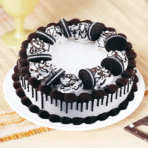 oreo-cake-round-shape-oreo-biscuit-on-top