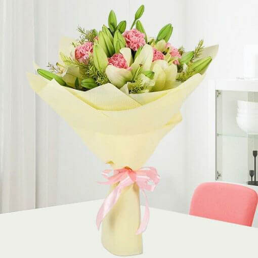 lity-bouquet-with-yellow-wrap-cover