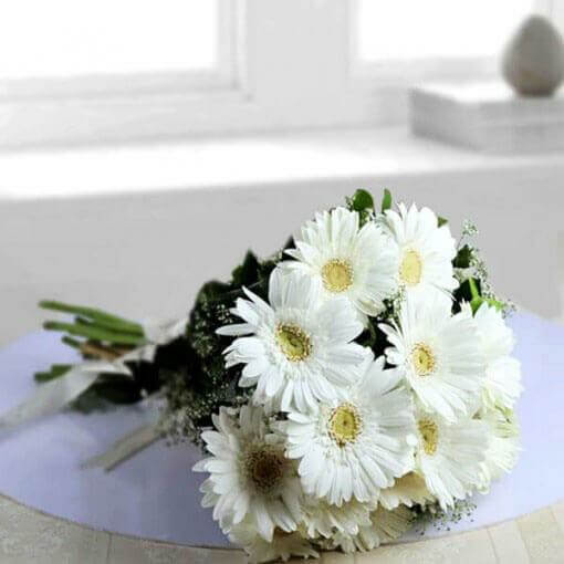 white-bunch-of-gerberas