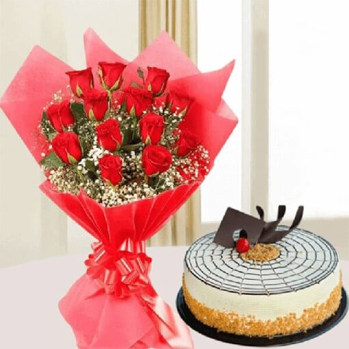 butterscotch-round-cake-with-red-roses-bouquet