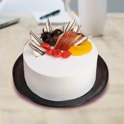 round-shape-white-color-cake-with-fruit-on-top