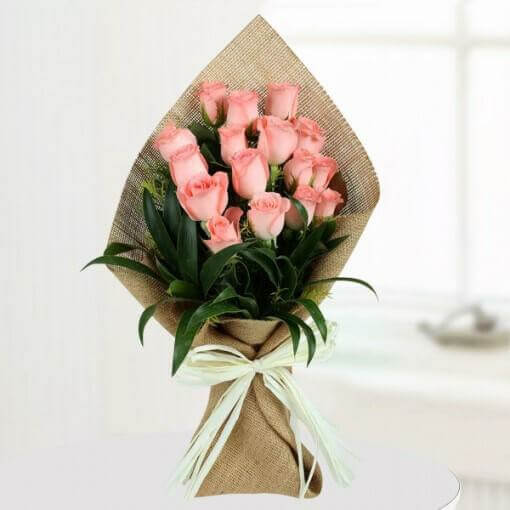 light-pink-roses-bunch-cake-plaza