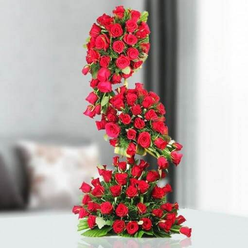 red-roses-tall-arrangement-cake-plaza
