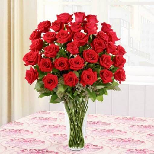 red-roses-vase-30-flowers-cake-plaza