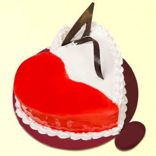 Strawberry-vanilla-heart-shape-cake-plaza