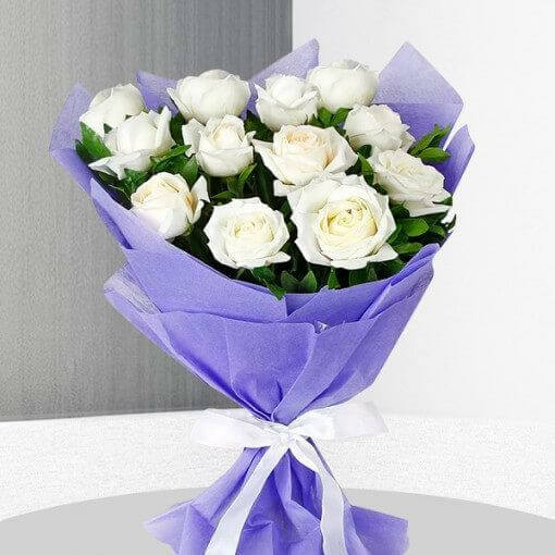 white-roses-bunch-cake-plaza