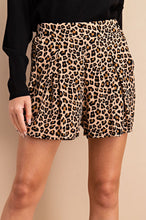Load image into Gallery viewer, Leopard Print Pleated Shorts