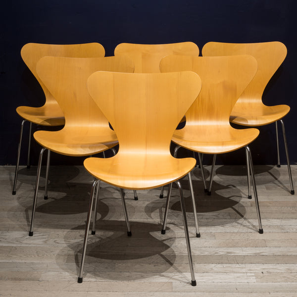 "Stackable Arne Jacobsen for Fritz Hansen ""Series 7"" Chairs c.1991"