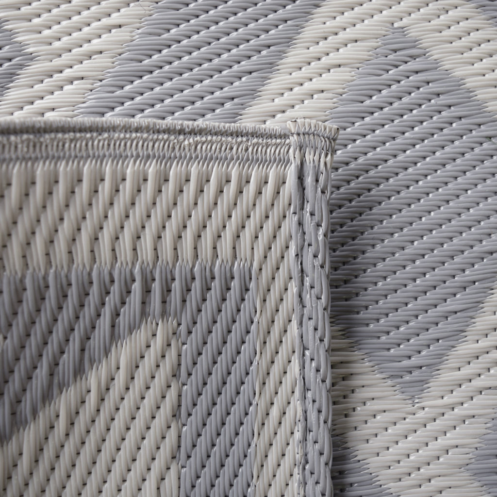 Reversible Outdoor Rug Border and Braided Grey Motif